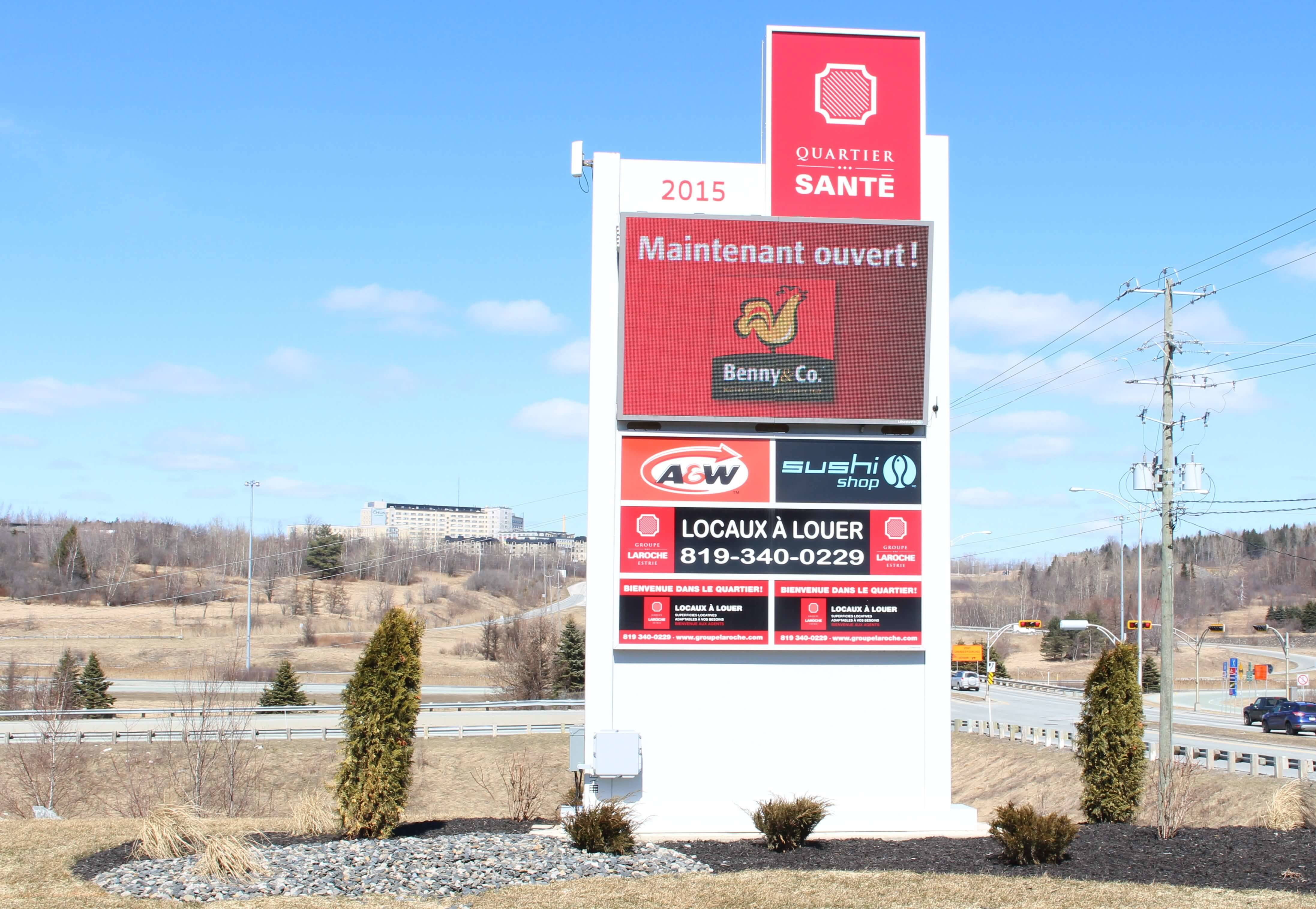 Portfolio digital signage led display signs libertevision for Accent meuble matane